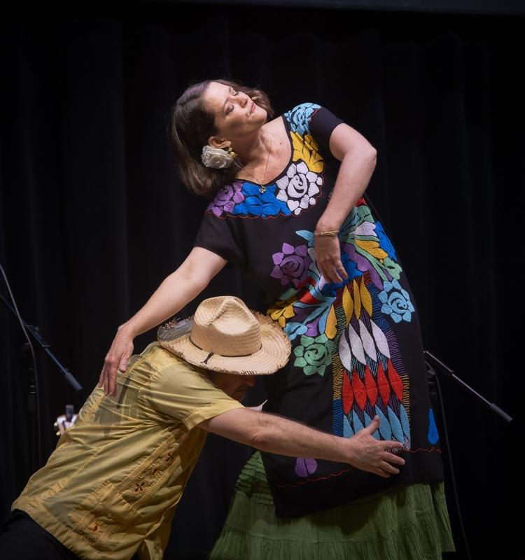 Cascada de Flores Dance Duo